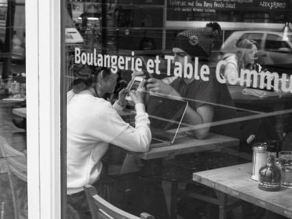 11 Foto che Dimostrano Come Siamo Diventati Troppo Social e Poco... Sociali!