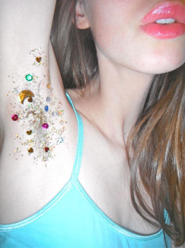 L'Ultimo (Agghiacciante) Trend: le Ascelle Glitterate, eccole in 16 Foto!