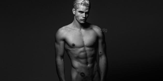 Il Calendario di Nudo Integrale Maschile di Etienne Clotis in 8 Scatti Hot!