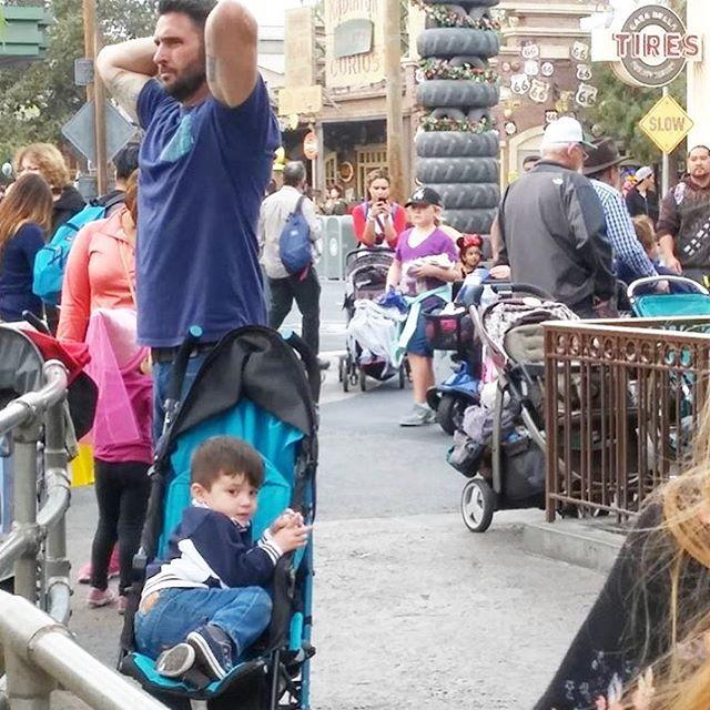 26 Dilf che Rappresentano un Ottimo Motivo per Andare a Disneyland!