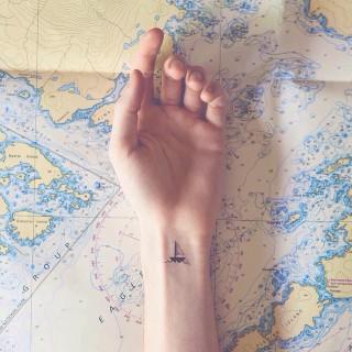 28 Incantevoli Tatuaggi per chi Ama Viaggiare (anche con la Fantasia!)