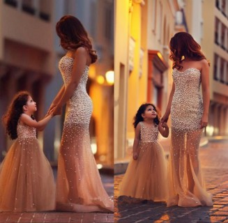 Abiti eleganti mamma e figlia