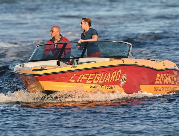 Baywatch: Ecco le Prime Foto sul Set del Film con Dwayne Johnson e Zac Efron