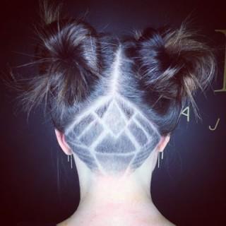 Voglia di un Nuovo Look Senza Osare Troppo? 10 Undercut Hair Tattoos da Provare!