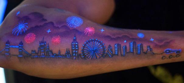 Il Tatuaggio C'è o Non C'è? Ecco 30 Sorpredenti Tattoo che si Illuminano al Buio!