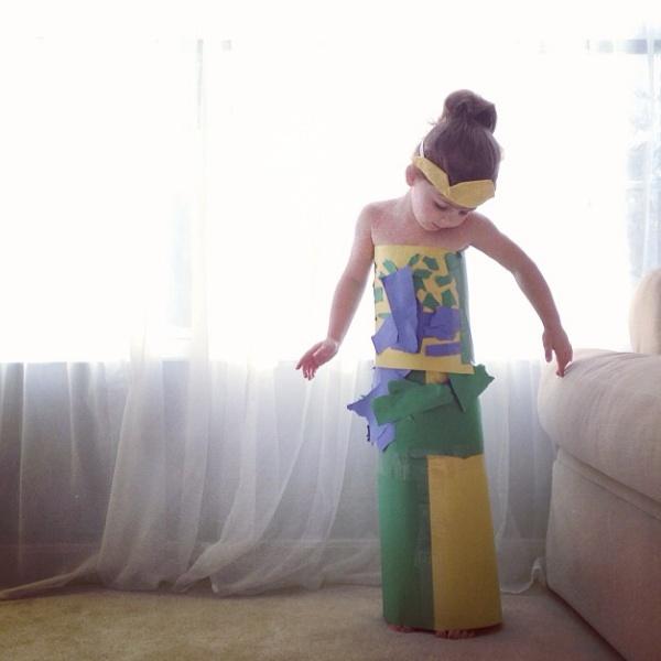 La Piccola Bimba Fashion che Ricrea gli Abiti delle Star con la Mamma, Ecco le Foto!