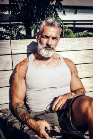 25 Uomini Maturi che Non Hanno Nulla da Invidiare a Quelli Più Giovani!