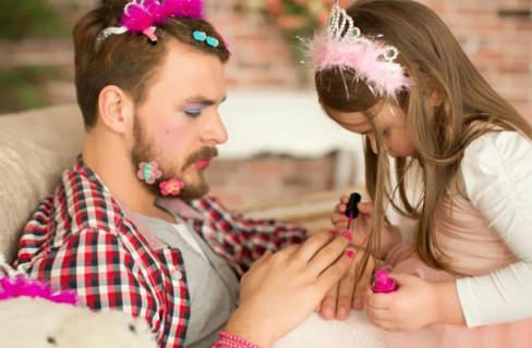 """15 Bimbe che Hanno Deciso di Rendere Ancora """"Più Belli"""" i Loro Papà"""