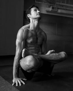 Pensate che lo Yoga Sia Per Sole Donne? Questi 25 Uomini vi Faranno Ricredere!