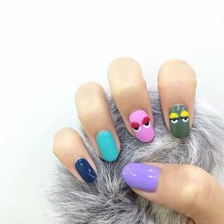 Pon-Pon Nails: Ecco l'Ultima (Folle) Tendenza per la Nail Art!