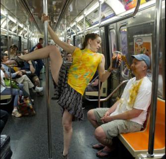 Giornata Faticosa? In Metro c'è chi sta Peggio di Voi, ecco le Foto che lo Dimostrano!