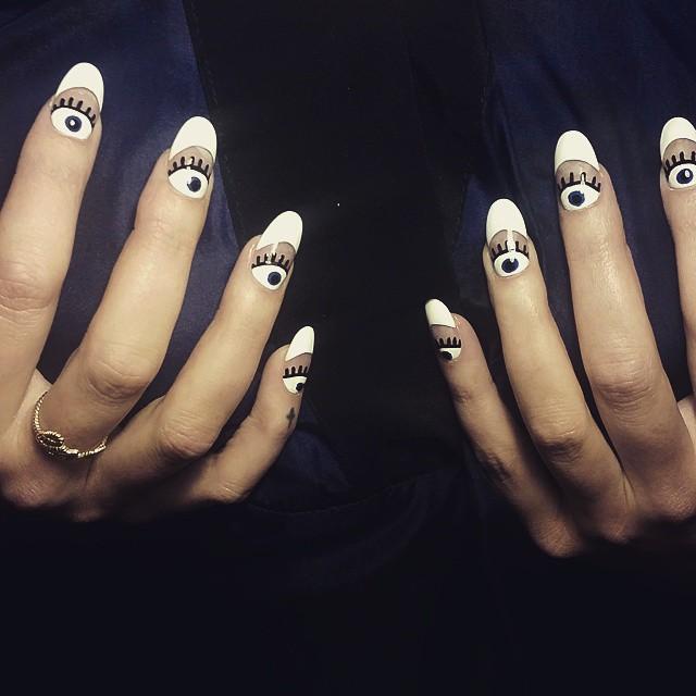 Nail Art Eyeball: Ecco la Nuova Tendenza Unghie che ti Farà Sentire Osservata