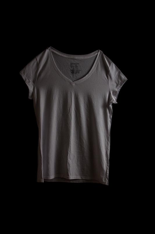 Cosa indossavi? Il Progetto Fotografico che Mostra gli Abiti delle Vittime di Violenza