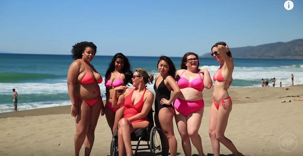 14 Foto di Donne Normali che Posano in Costume Come Modelle da Copertina