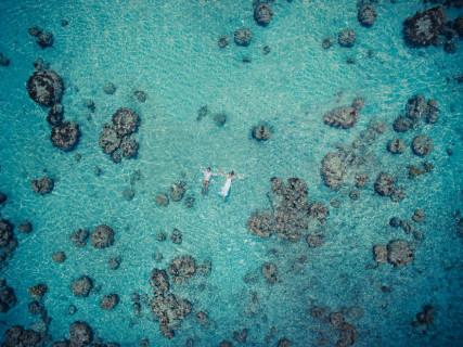 12 Stupende Foto di Neo Sposi Immersi nella Natura Scattate da un Drone