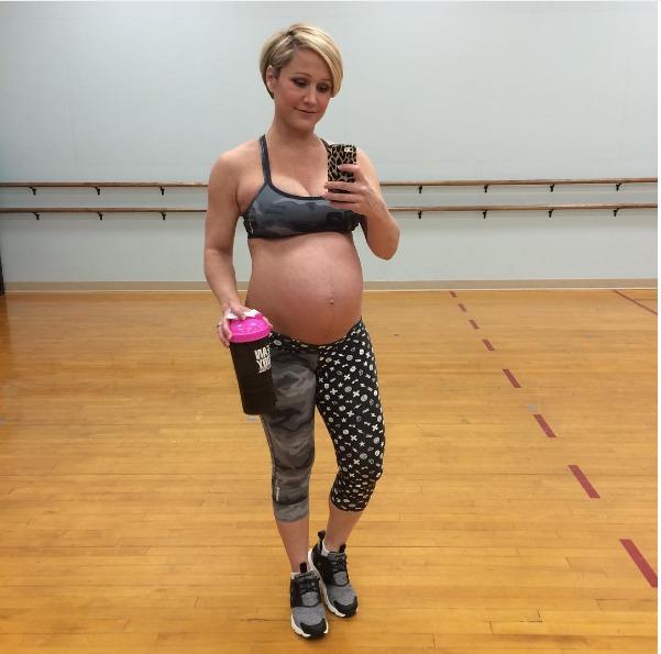 Sport e gravidanza: Le Fit Moms e i loro allenamenti che fanno discutere il web