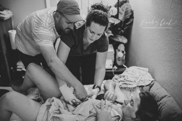 La reazione di 22 papà che vedono per la prima volta il loro bambino