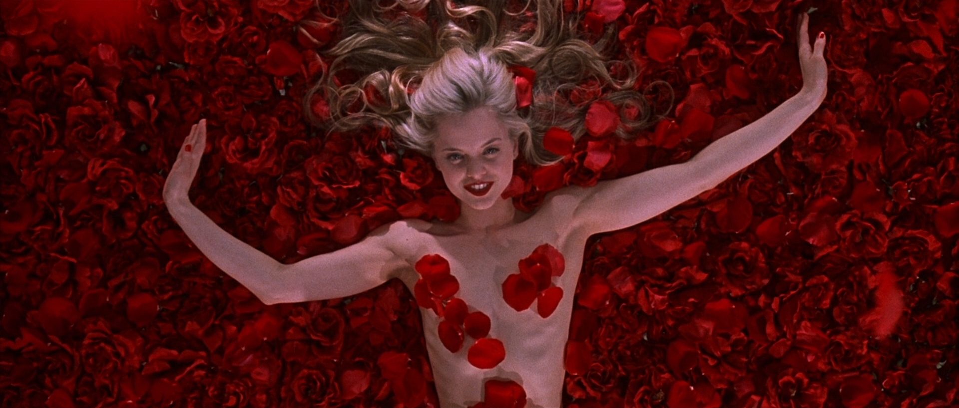 """""""American Beauty"""" in 15 scatti: perché la vera bellezza... non è come nei film"""