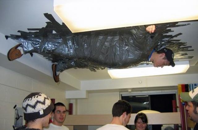 14 incredibili fotografie di situazioni imbarazzanti che vi faranno morire dal ridere