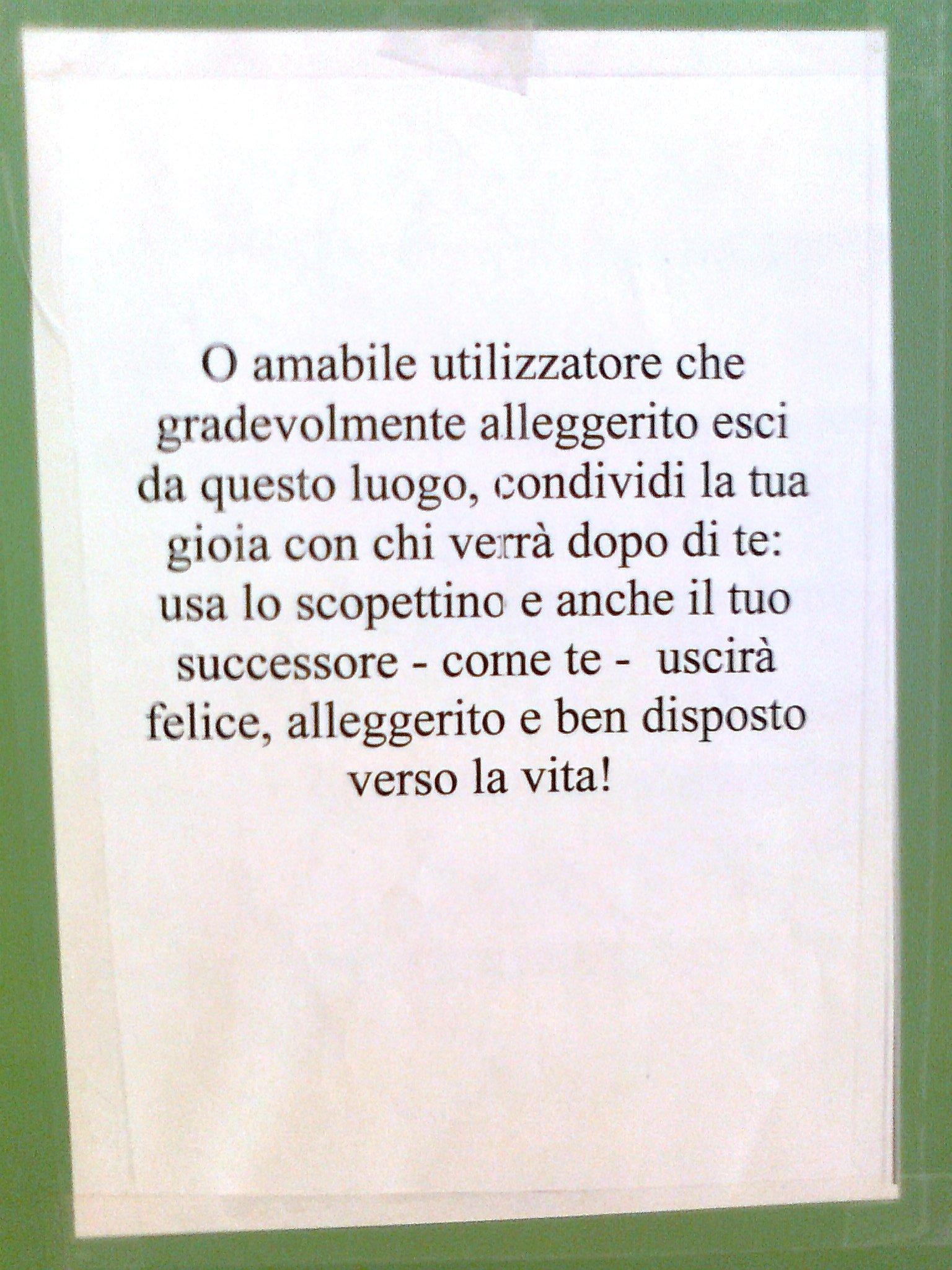 I 15 cartelli pi divertenti appesi nei bagni di tutto il for Cani che non vogliono fare il bagno