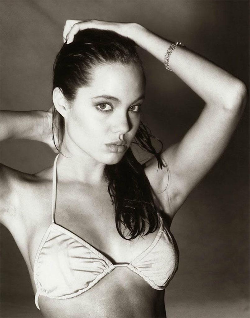 Ecco le immagini del primo servizio fotografico di Angelina Jolie a soli 15 anni