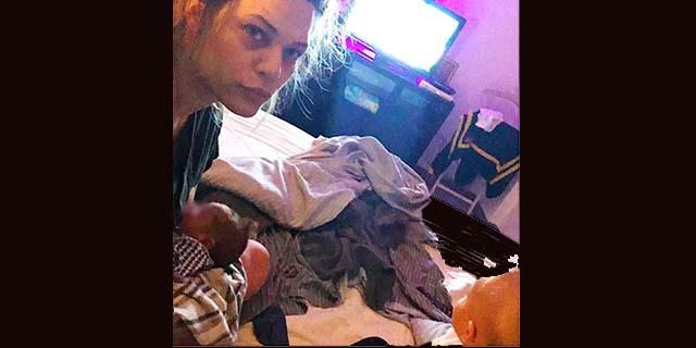 """Laura Chiatti: le foto con il neonato Pablo ed Enea. Finalmente una mamma """"sconvolta"""" come tutte"""