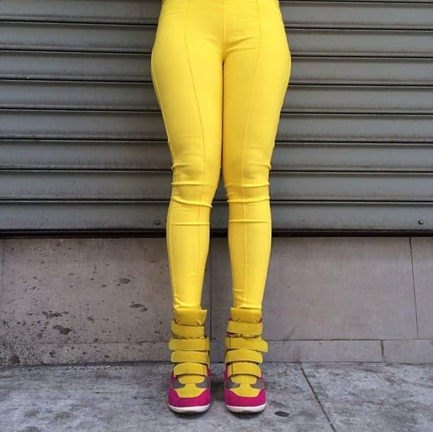 Gli strani leggings e la colorata vita (e in giù) di New York
