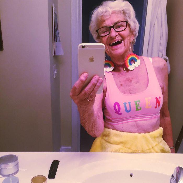 92 anni e non sentirli: 13 incredibili scatti della nonna più giovane del web!