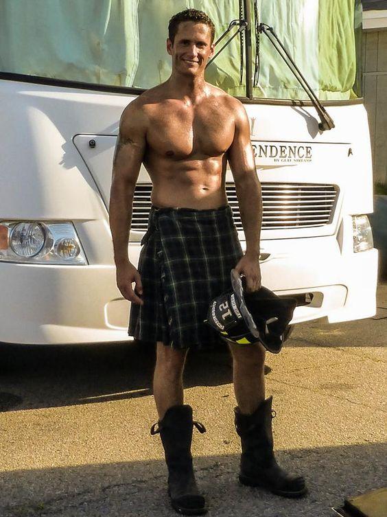 Voglio un uomo... con la gonna! Ecco 17 uomini super sexy con il kilt