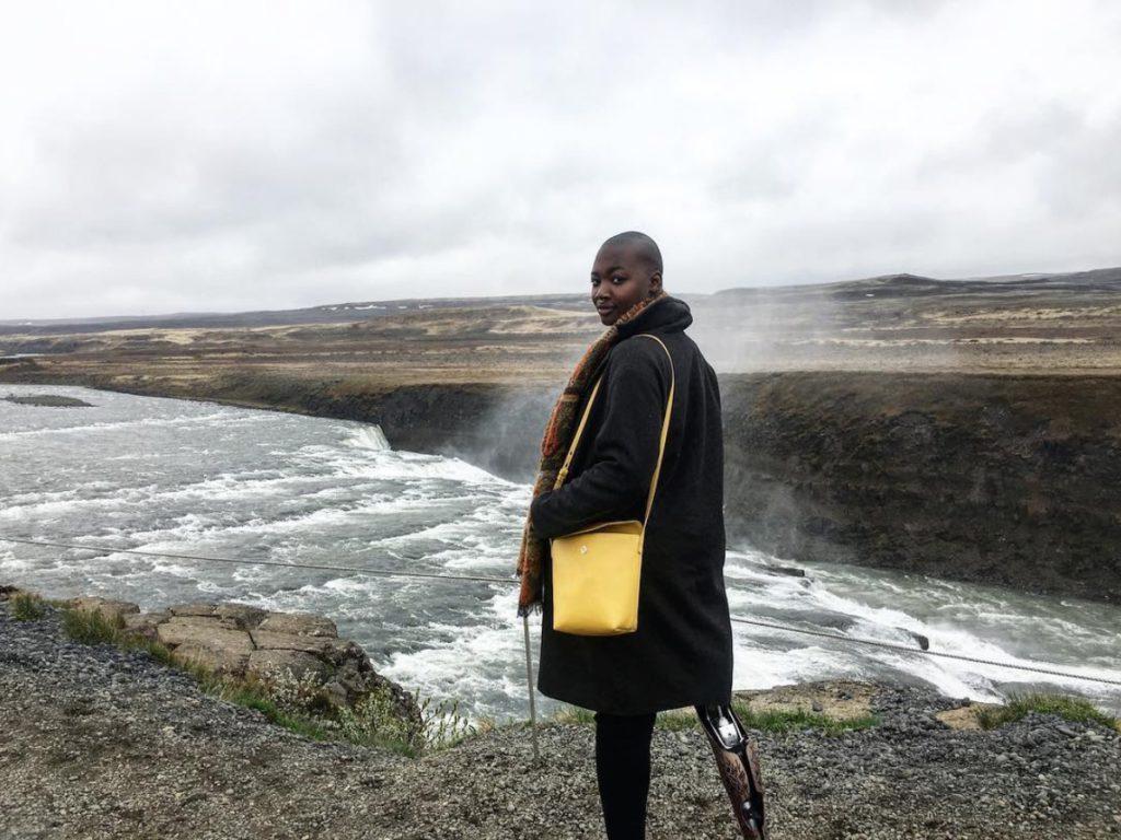 La storia di Mama Cax, fashion e travel blogger amputata a cui avevano dato 3 settimane di vita