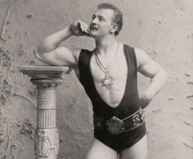 Come sono cambiati gli standard di bellezza maschile negli ultimi 100 anni