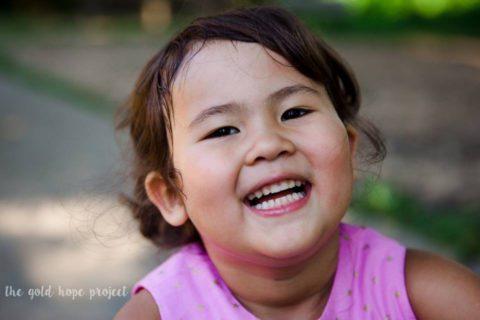 Piccoli guerrieri crescono: le fotografie e la speranza dei bambini che lottano contro il cancro