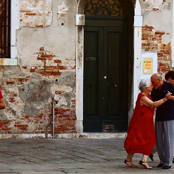 30 immagini che mostrano che l'amore e la gioia di vivere non hanno età