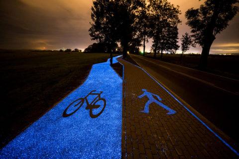 Amanti della bici, ecco le 6 piste ciclabili più belle del mondo. Pronte per una pedalata notturna su quella che brilla?