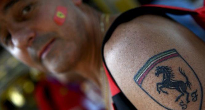 Tatuaggi che violano il copyright: 15 tatuaggi diffusi che potrebbero portarti in tribunale