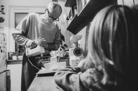 Amore di nonno: 23 bellissime foto che raccontano una storia d'amore fatta di rughe, presenza e silenzi
