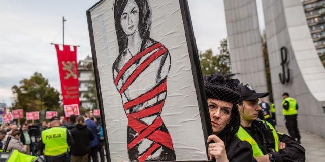 La Polonia vieta l'aborto anche in caso di malformazioni del feto
