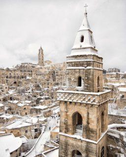 Dai trulli di Alberobello a Matera fino a Taormina, l'incanto della neve al Sud