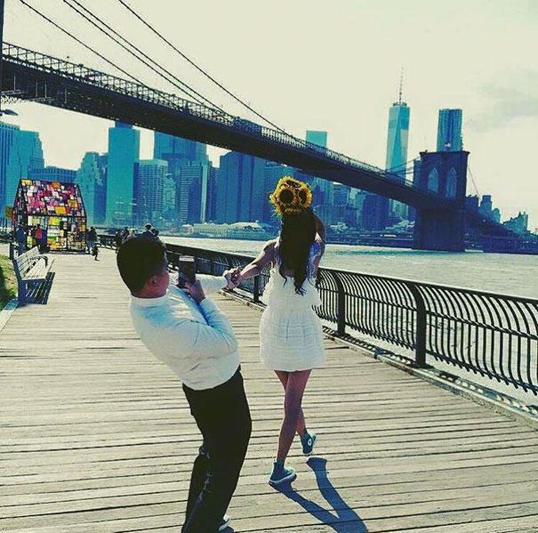 """Cosa non si fa per amore... la dura vita dei fidanzati """"selfie-stick"""""""