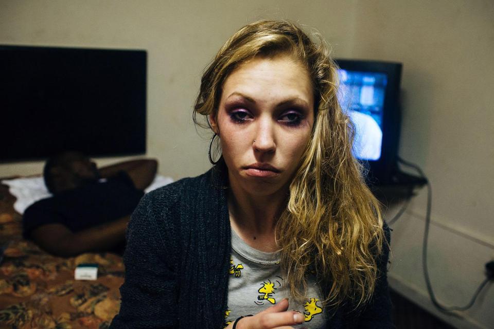 Eroina: dal degrado della dipendenza alla disintossicazione (ricadute comprese) in 16 scatti