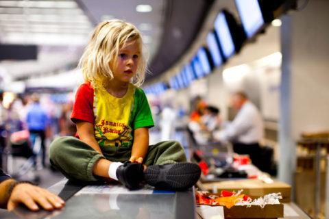 Storia della famiglia che ha deciso di educare i propri figli viaggiando