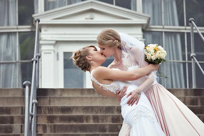 Cosplayer nella vita, ma per il loro matrimonio hanno scelto di essere se stesse