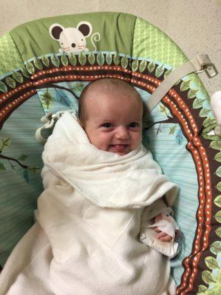 Felici di essere vivi. Il sorriso della neonata prematura e dei suoi amici