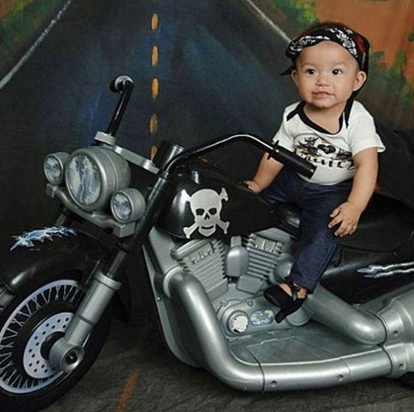 Scarpe con i tacchi per neonate: il baby glamour fa discutere