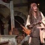 Johnny Depp, sorpresa per i fan: veste i panni di Jack Sparrow a Disneyland