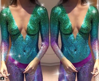 Glitter Tits: perché indossare un reggiseno quando puoi mettere i glitter