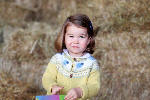 Charlotte, la piccola principessa cresce e somiglia sempre più alla nonna