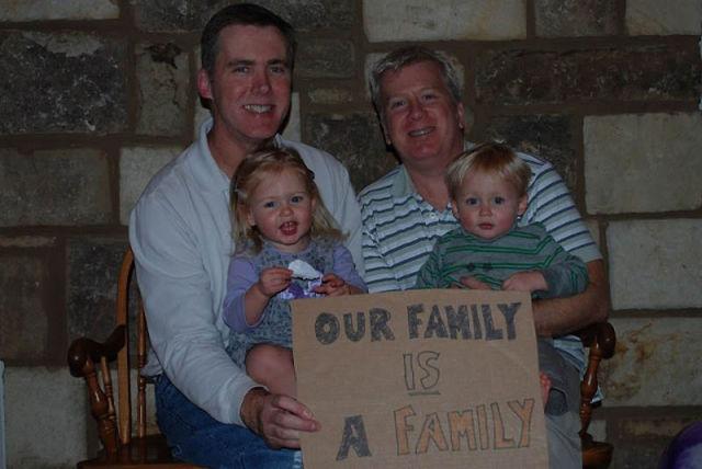 Coppie gay con figli, vip e non solo: quando ci sono due mamme o due papà