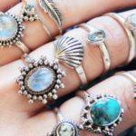 La pietra dell'anello di fidanzamento associata al tuo mese di nascita