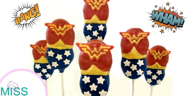Biscotti Wonder Woman per bambine ribelle: video tutorial per realizzarli
